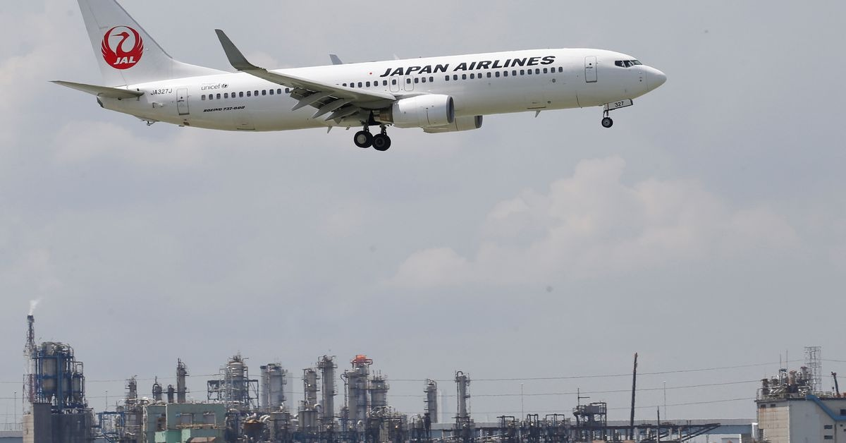 Japan Airlines narrows Q1 operating loss to $757 mln as costs fall